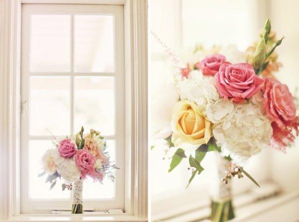 Brautstrauß mit gelben und rosa Rosen