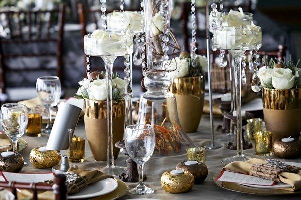 Eine winterlich elegante hochzeitsdeko idee in gold for Hochzeitsdeko gold