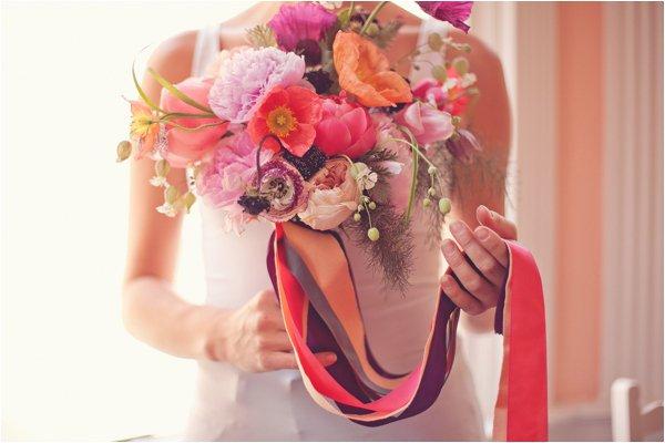 Brautstrauss mit Baendern (7)