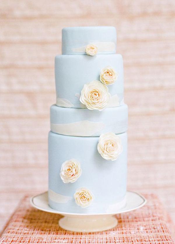 Hochzeitstorte helles blau