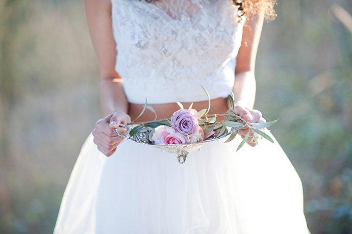 ... die Damen, wie wäre es denn mit einem bauchfreien Hochzeitskleid