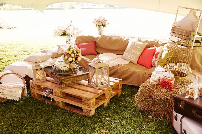 eine entspannte vintage garten hochzeit. Black Bedroom Furniture Sets. Home Design Ideas