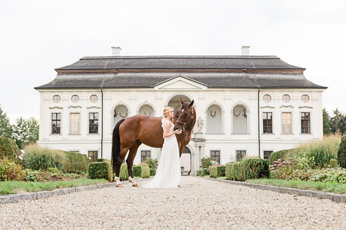 Braut mit Pferd (1)