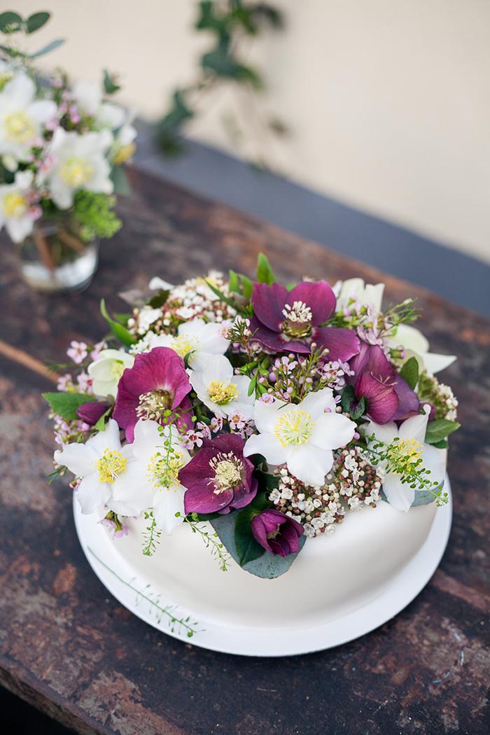 Hochzeitstorte mit Blumen (1)