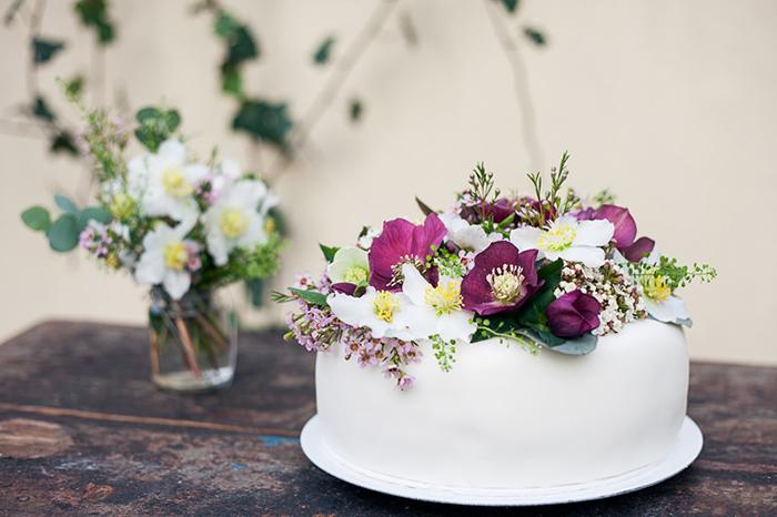 Hochzeitstorte mit Blumen (2)