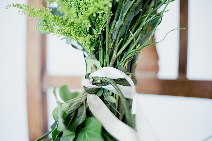 Brautstrauss gruene Graeser