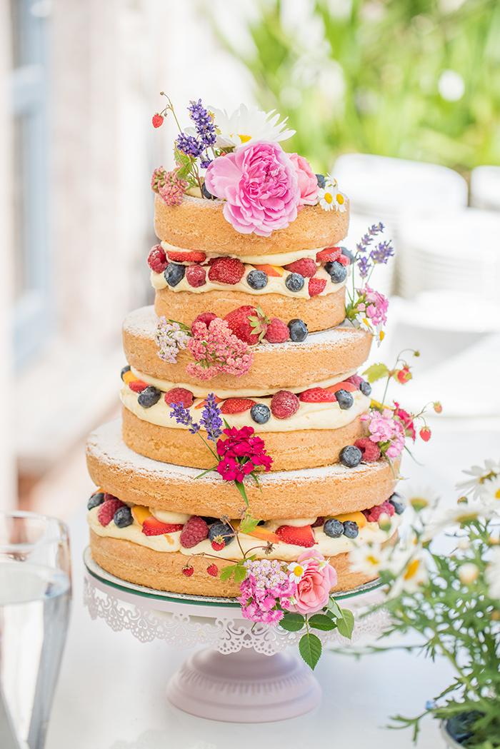 naked cake mit Beeren (1)