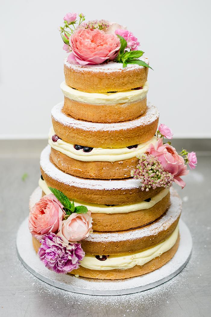 naked cake mit Pfingstrosen (1)