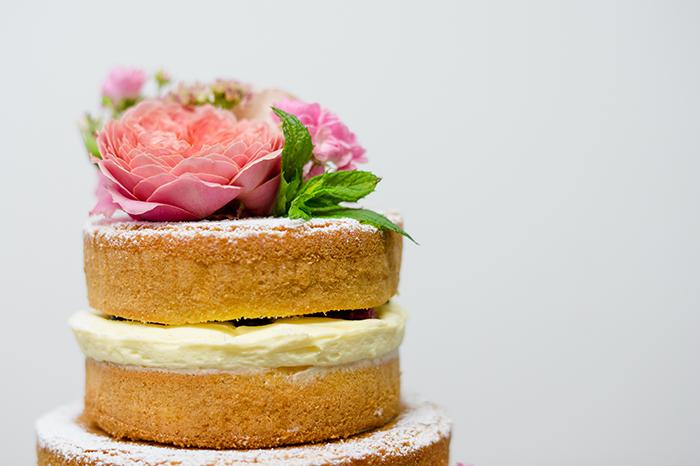 naked cake mit Pfingstrosen (3)