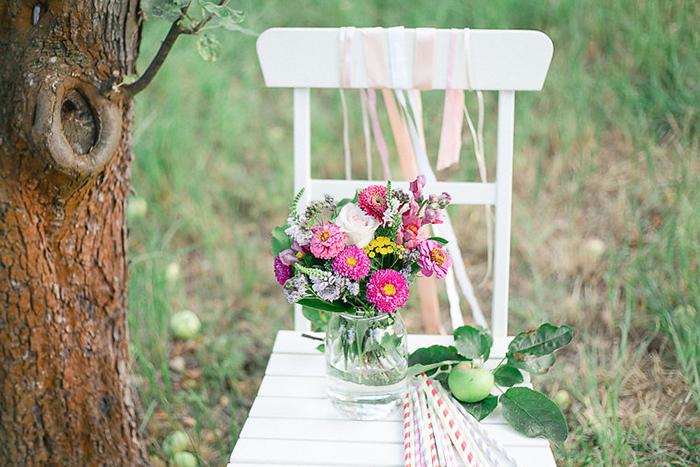 Brautkleider f r eine gartenhochzeit for Gartenhochzeit deko