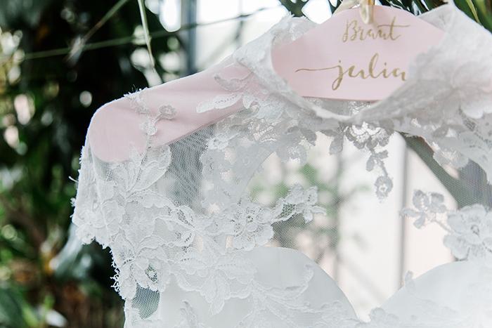 Kleiderbuegel Brautkleid (2)