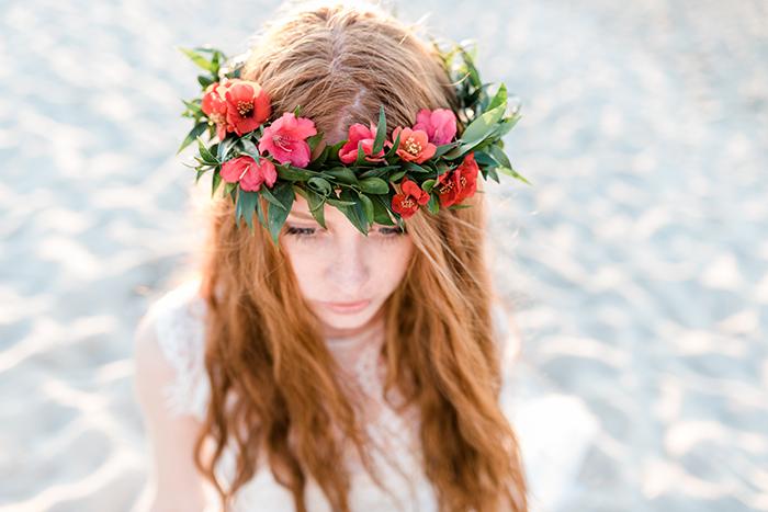 Roter Blumenkranz Braut