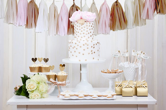 Sweet Table mit Quastengirlande