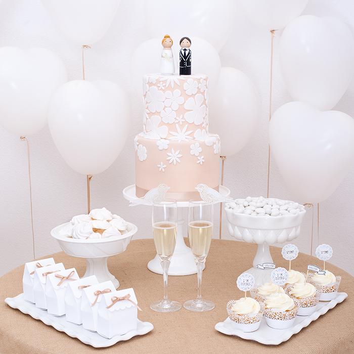 weisse Hochzeitstorte