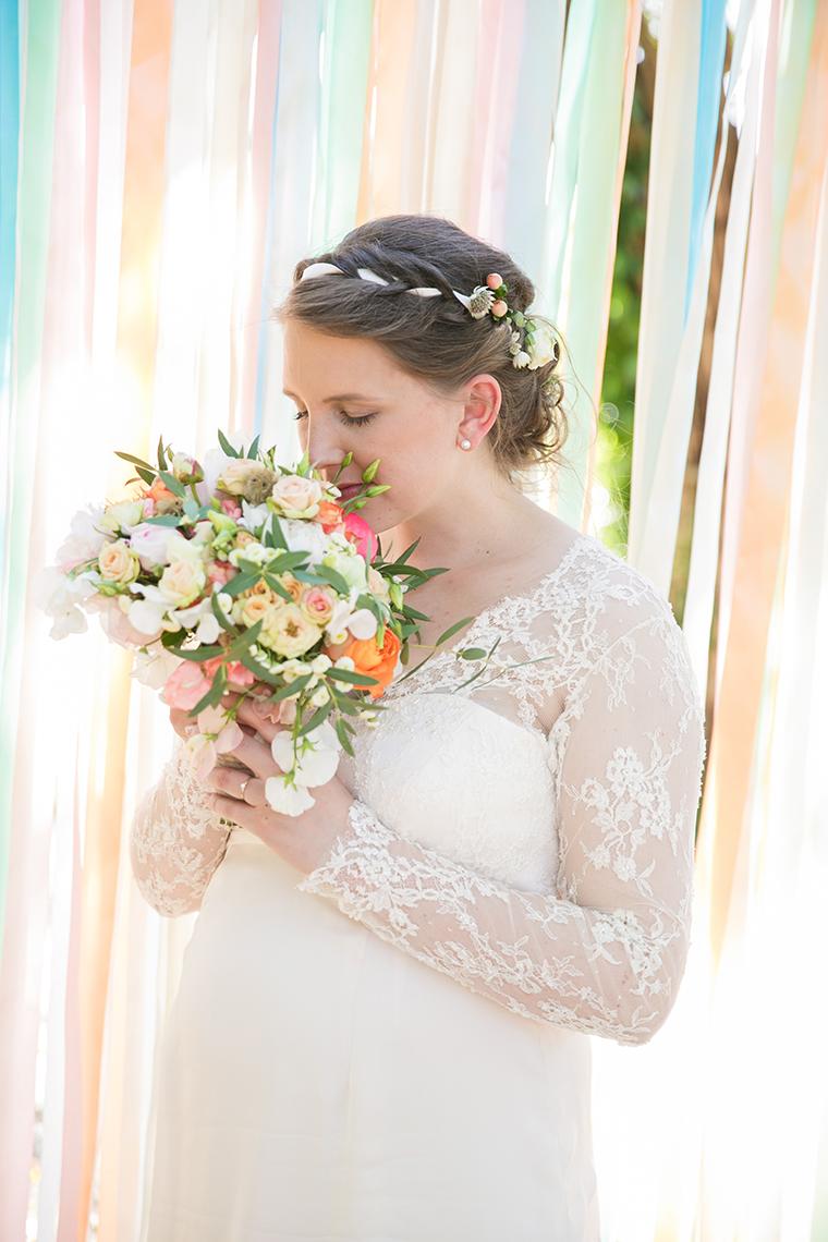 Braut mit Babybauch