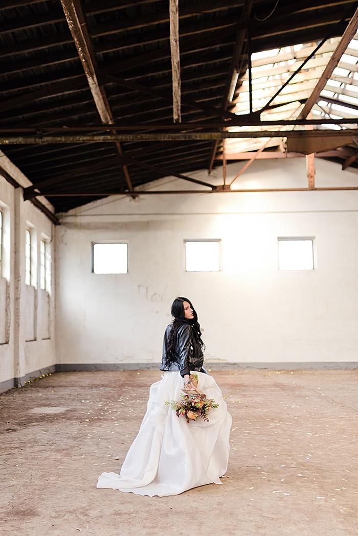 Braut mit schwarzer Lederjacke (2)