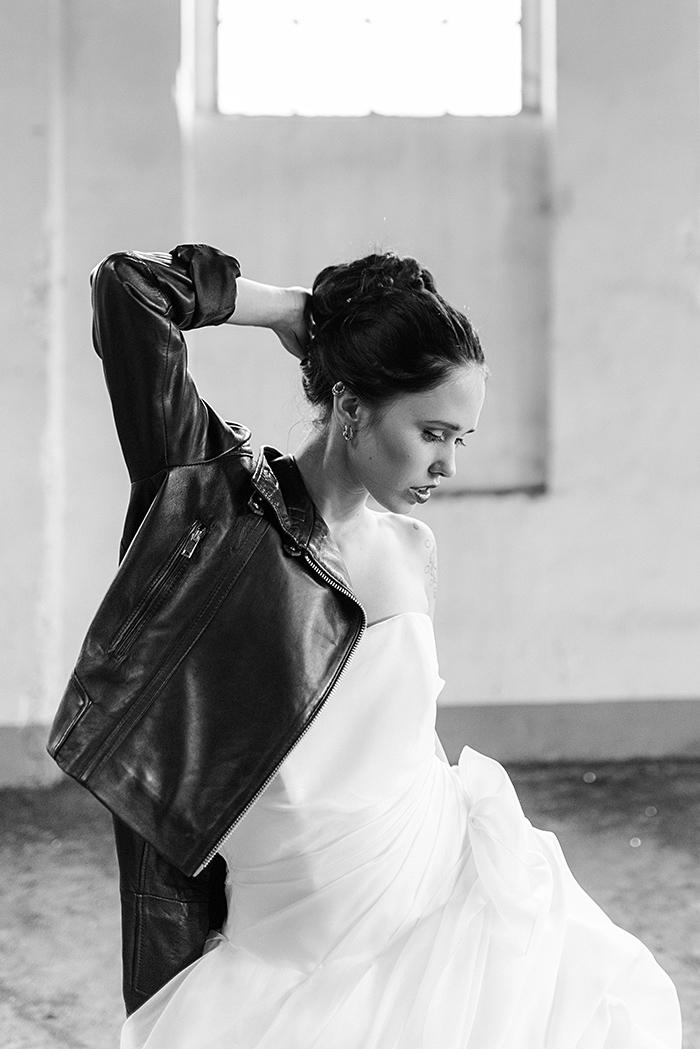 Braut mit schwarzer Lederjacke (5)
