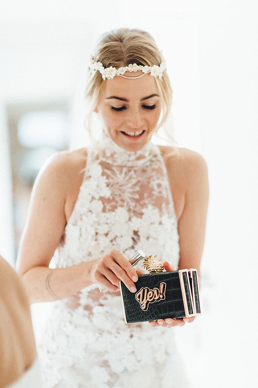 getting ready wedding (1)