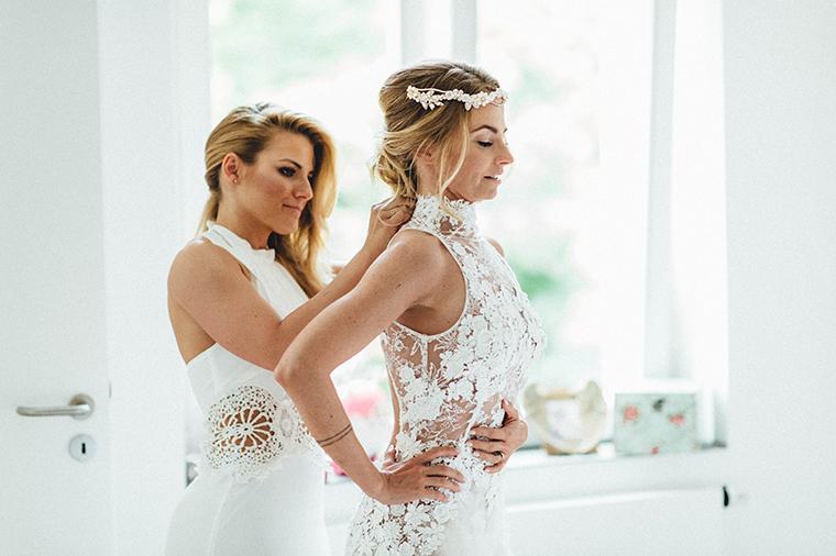 getting ready wedding (3)