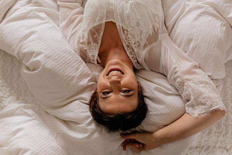 bridal-boudoir-hochzeitsgeschenk-sina-fischer-bridal-robe-lunga-hund-und-braut-15