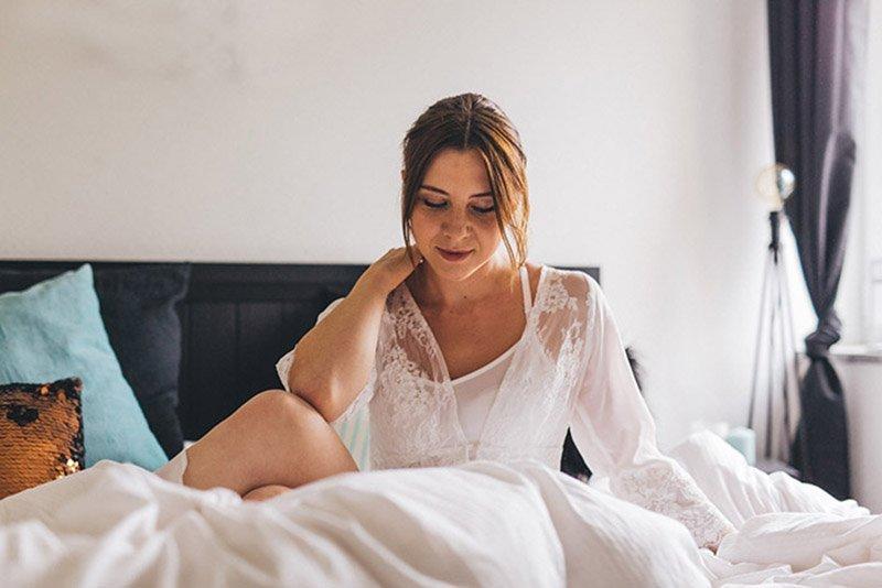 bridal-boudoir-hochzeitsgeschenk-sina-fischer-bridal-robe-lunga-hund-und-braut-4