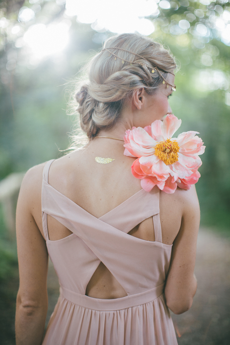 bridesmaid-with-peonie