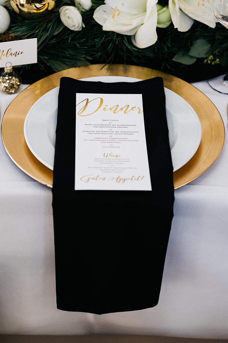 schwarze-servietten-hochzeit