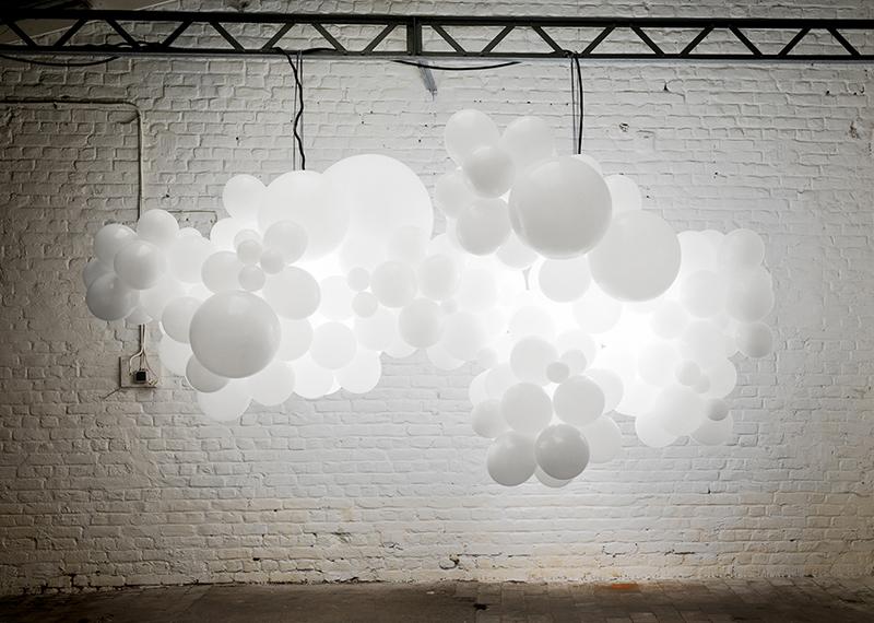 weisse-luftballons-hochzeit