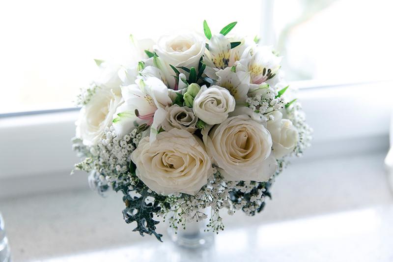 Brautstrauss weisse Rosen (1)
