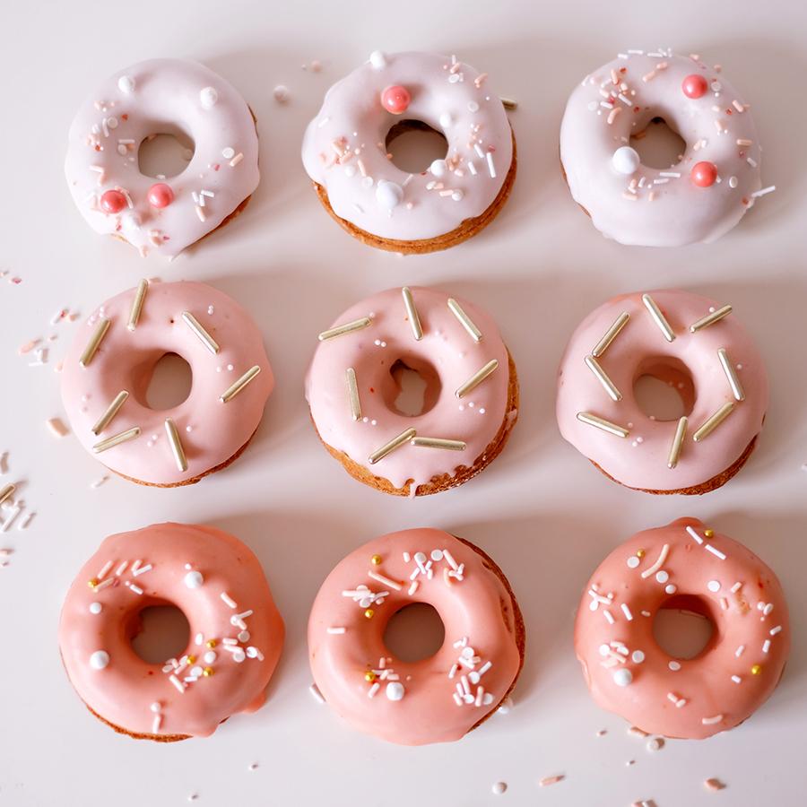 Rosa Donuts für die Hochzeit