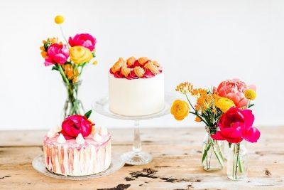 Sommerliche Hochzeitstorte & Sweet Table