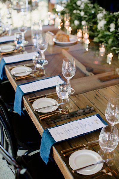 Klassische Hochzeit in Weiß und Blau