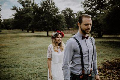 Boho Brautstrauß mit roten Rosen