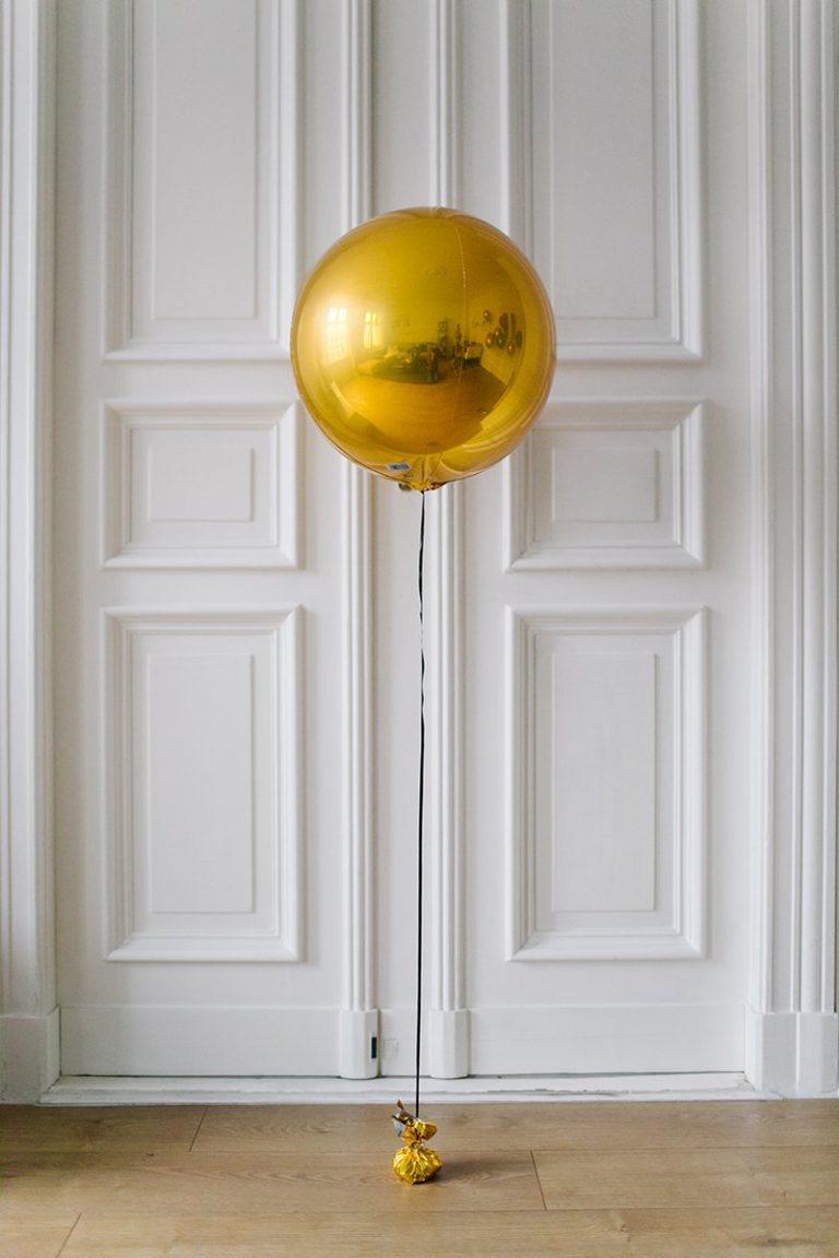 luftballons goldene hochzeit luftballons mit der aufschrift quotjust marriedquot einem herz in. Black Bedroom Furniture Sets. Home Design Ideas