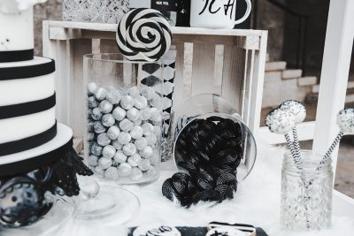 Hochzeitskonzept in Schwarz Weiß