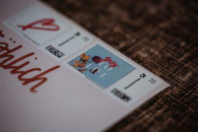 Gewinne: einen Gutschein für individuelle Briefmarken