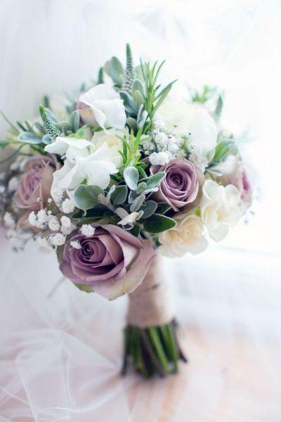 Brautsträuße mit lila Rosen