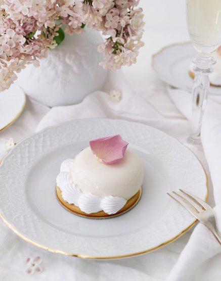 Hochzeitstorte In Weiss Friedatheres Com