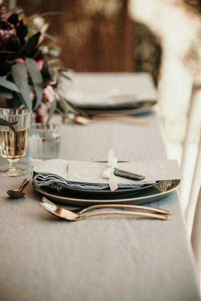 Hochzeitsdeko in Gold und Mint