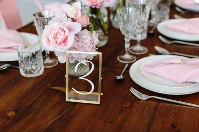 Rahmen mit Tischnummer Gold