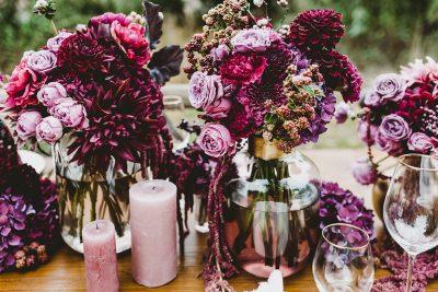 Hochzeitsdeko in Beerentönen