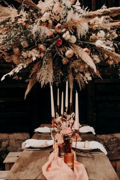 Hochzeitsdeko für den Herbst in Rosttönen