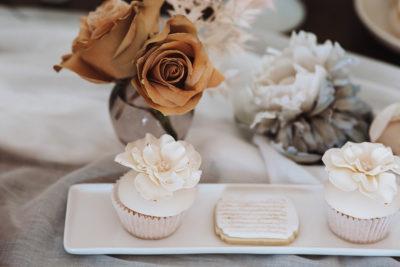 Hochzeitsdeko in Weiß & Ivory