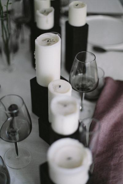 Hochzeitsdeko in Lila und Schwarz