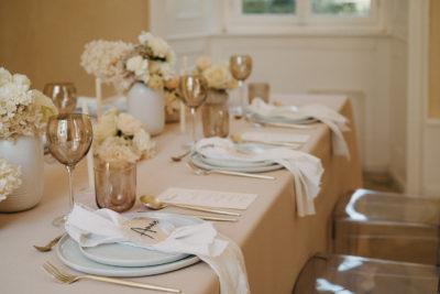 Hochzeits-Tischdeko: Monochrom Nude
