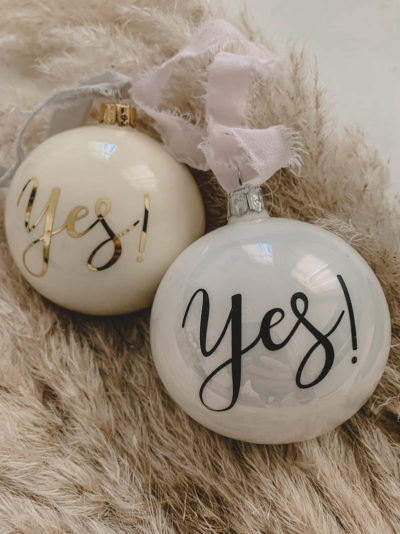 Weihnachtskugel Yes